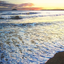 cropped-foamy-tide-at-garryvoe-beach